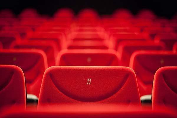باکس آفیس جهانی سال 2017 رکورد زد، کاهش فروش سینما در آمریکا