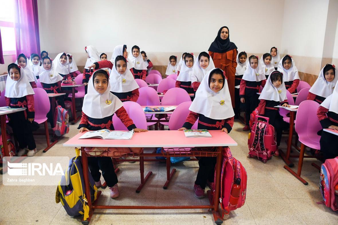 خبرنگاران افزایش ثبت نام دانش آموزان در مدارس دولتی البرز