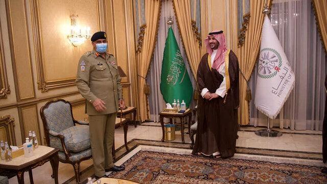 دیدار فرمانده ارتش پاکستان با معاون وزیر دفاع عربستان