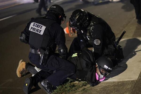 پلیس آمریکا ده ها معترض را در پورتلند اورگن بازداشت کرد
