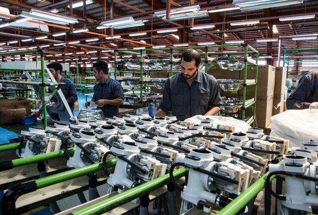 عضو کمیسیون صنایع و معادن مجلس در مصاحبه با خبرنگاران: واردات کالا بدون مشخص کردن منشاء ارز قیمت را بالا می برد، تولید، انحصاری شود تولید کننده تنبل می شود و مصرف کننده ضرر می کند