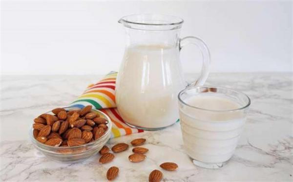 شیر بادام و فواید آن برای بچه ها