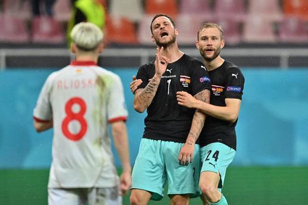 نژادپرستی دردسرساز در جام ملت های اروپا (تصاویر)
