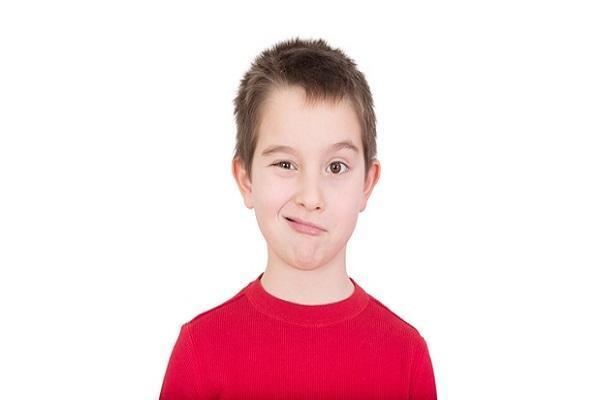 علت تیک عصبی بچه ها چیست؟